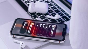 Preciso dos AirPods para ouvir Dolby Atmos no Apple Music?