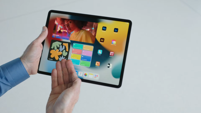 iPadOS 15 terá widgets e telas de início customizáveis (Imagem: Reprodução/YouTube Apple)