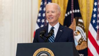 """Biden diz que desinformação no Facebook """"mata pessoas"""" e empresa rebate"""
