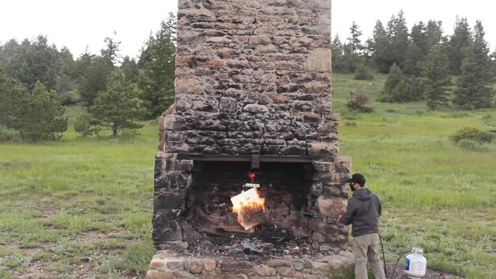 """Coletivo artístico queima rascunho original de Picasso e """"eterniza"""" obra no blockchain (Imagem: Reprodução/YouTube)"""