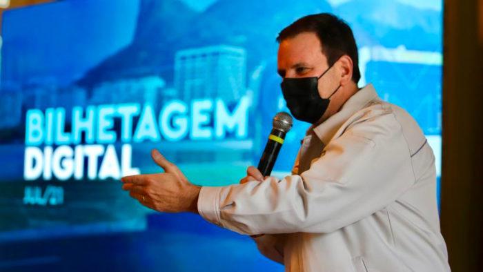The mayor of Rio de Janeiro, Eduardo Paes, presents The BSD