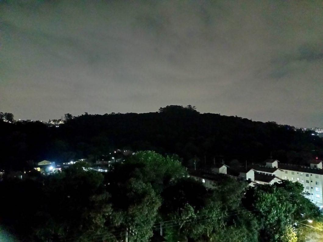 Foto tirada com a câmera principal do Realme C25 + modo Noite (Imagem: Darlan Helder/Tecnoblog)