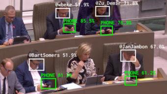 Bot usa inteligência artificial que aponta políticos distraídos no celular