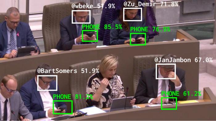 Bot de inteligência artificial reconhece quando parlamentares usam dispositvos (Imagem: The Flemish Scrollers/ Divulgação)