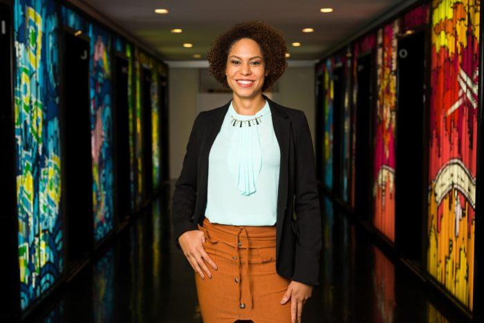 Samanttha Neves participou da primeira turma do Next Step e em abril deste ano foi efetivada como Líder de Análise, função focada em geração de insights e mapeamento de tendências do mercado. (Imagem: Divulgação/Google)