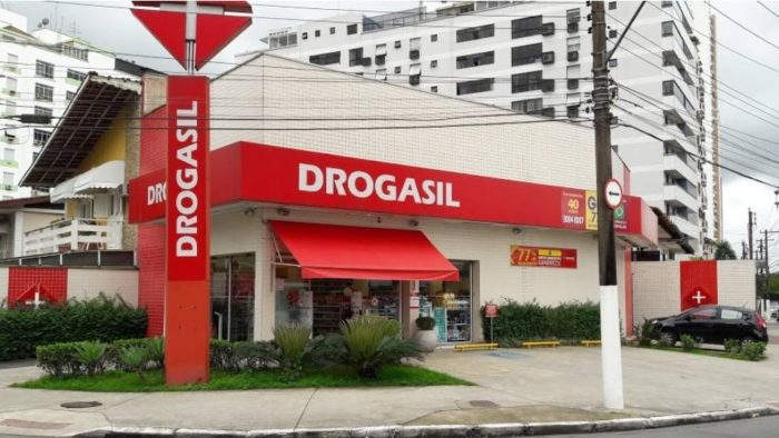Drogasil Facade (Image: Reproduction / Facebook)