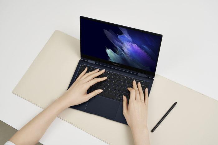 Notebook 2 em 1 <a href='https://meuspy.com/tag/Espionar-Galaxy'>Galaxy</a> Book Pro 360 (imagem: divulgação/Samsung)