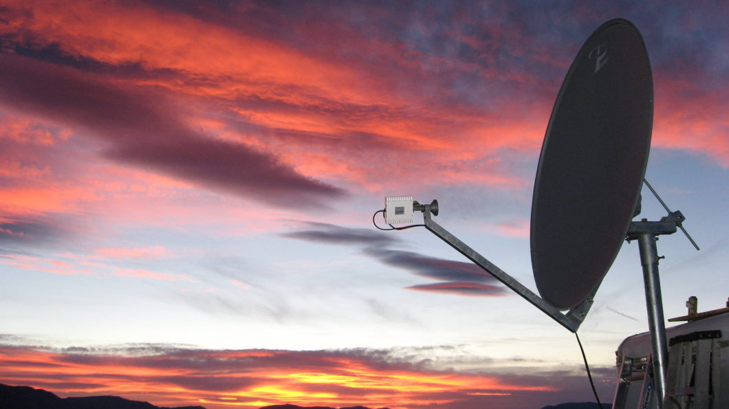 Antena de satélite usada por telefone da Globalstar (Imagem: Steve Jurvetson / Flickr)