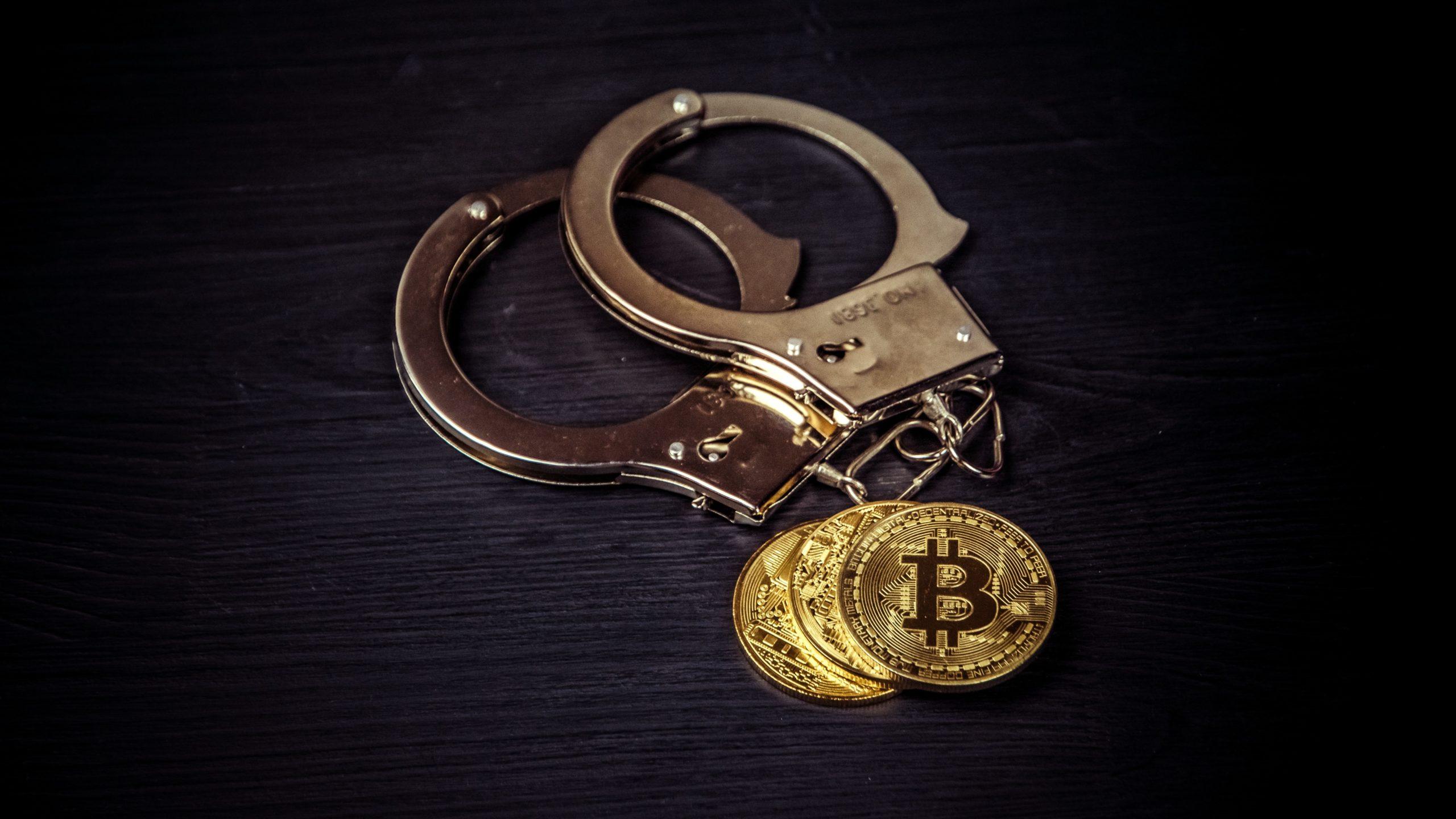 Homem é preso e admite ter  lavado US$ 300 milhões com bitcoin (Imagem:  Bermix Studio/ Unsplash)