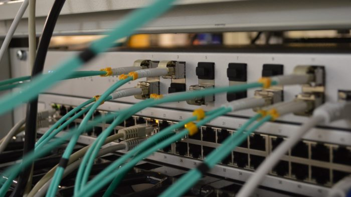 CDN é uma rede que contribui para a distribuição rápida de conteúdos (Imagem: Thomas Jensen / Unsplash)
