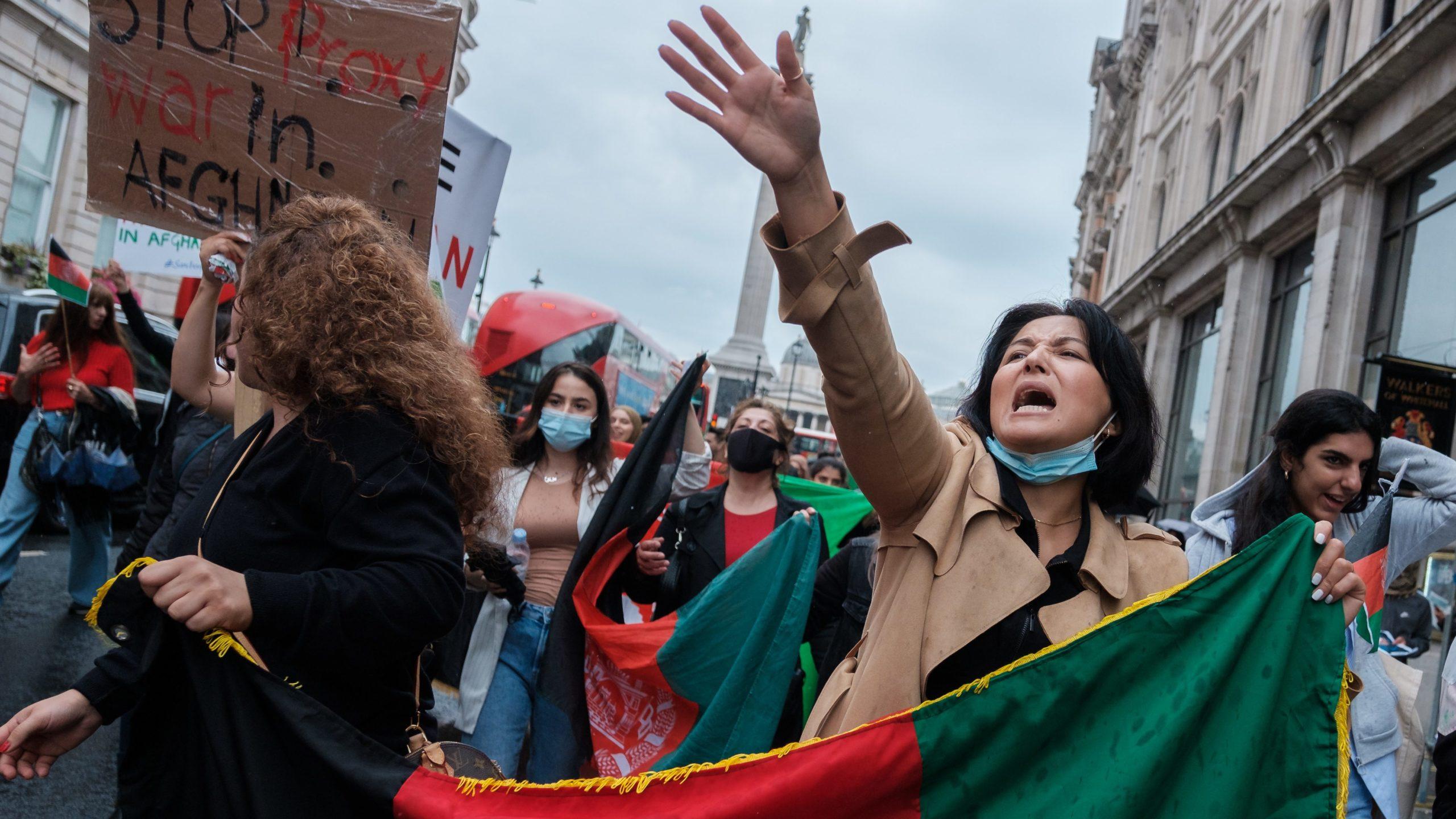 Protesto contra violência no Afeganistão em Londres (Imagem: Ehimetalor Akhere/ Unsplash)