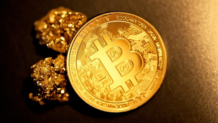 """Bitcoin é considerado """"ouro digital"""" (Imagem: Executium/ Unsplash)"""