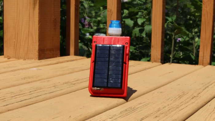 Game Boy Pocket com painel solar (Imagem: Reprodução/YouTube HMNS - Houston Museum of Natural Science)