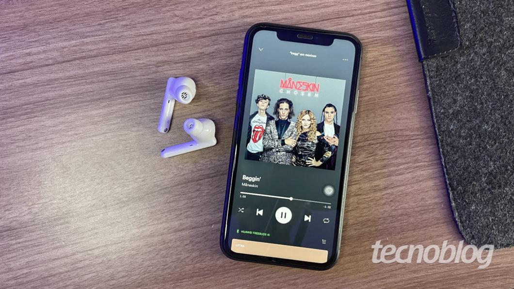Huawei Freebuds 4i (Imagem: Darlan Helder/Tecnoblog)
