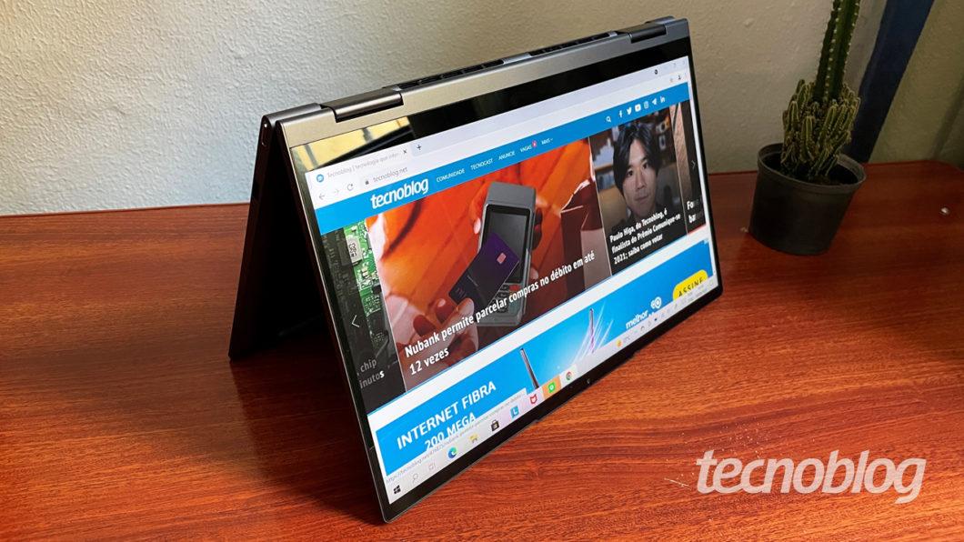 O Yoga 7i tem tela de 14 polegadas sensível a toques (imagem: Emerson Alecrim/Tecnoblog)