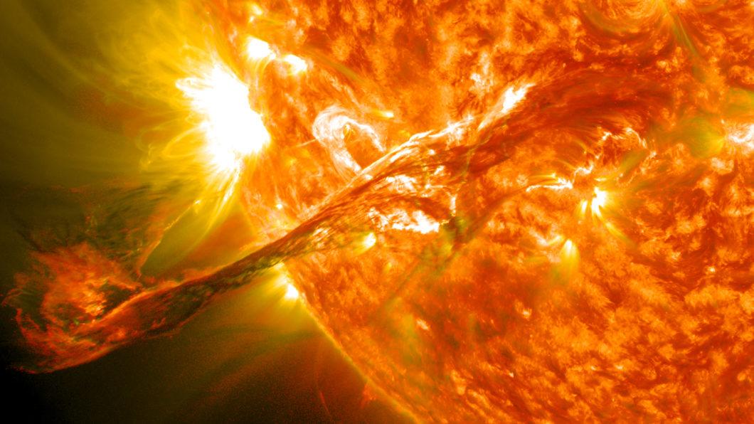 Ejeção de massa coronal ocorrida em 2012