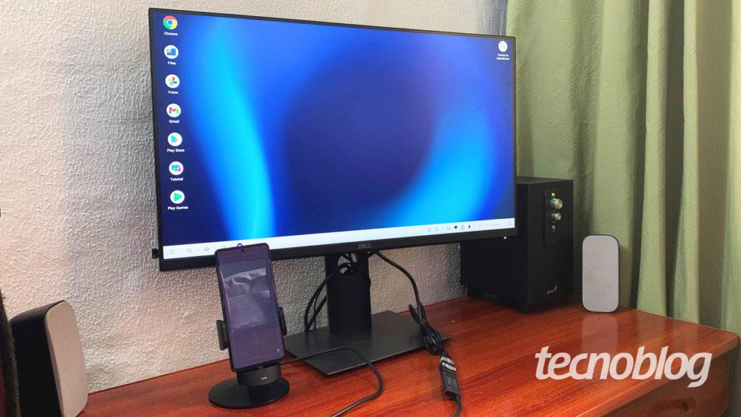 Ready For via cabo em um monitor (imagem: Emerson Alecrim/Tecnoblog)