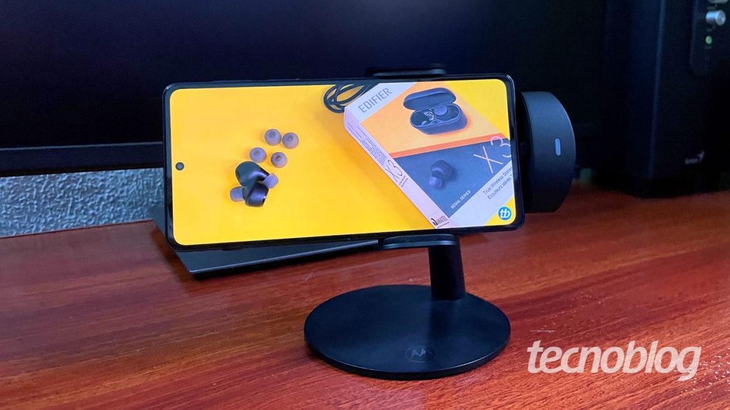 Tela OLED marcando presença (imagem: Emerson Alecrim/Tecnoblog)