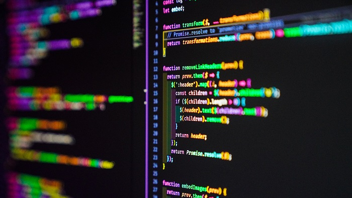 O que é um hacker? (Imagem: Joan Gamell/Unsplash)