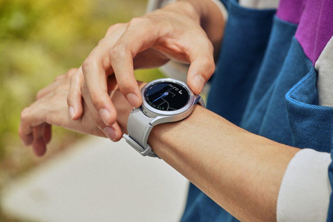 Samsung Galaxy Watch 4 Classic possui coroa giratória como Watch 3 (Imagem: Divulgação/Samsung)