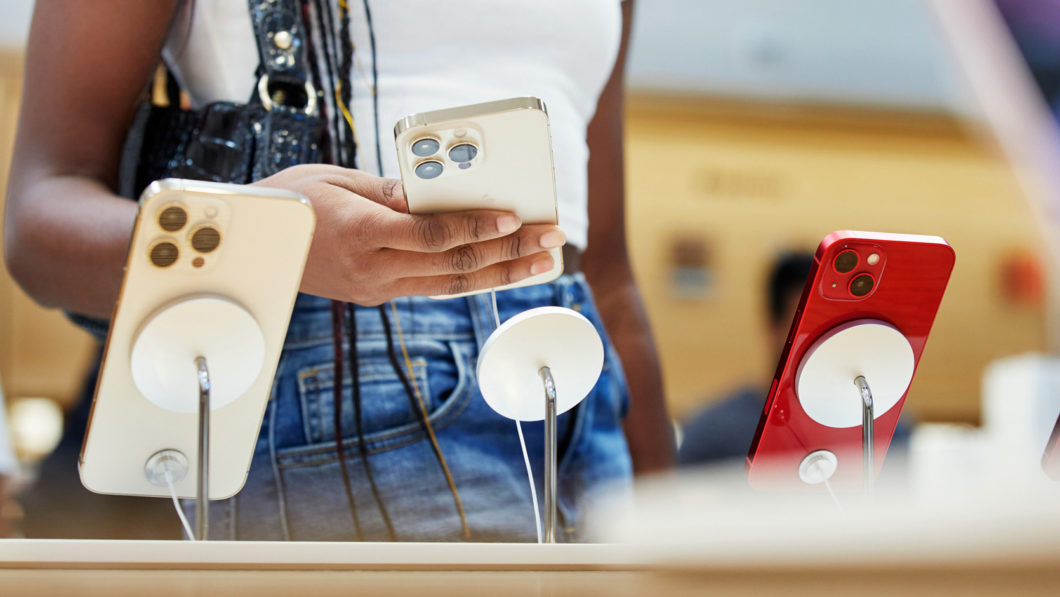 Modelos da linha iPhone 13 (Imagem: Divulgação/Apple)