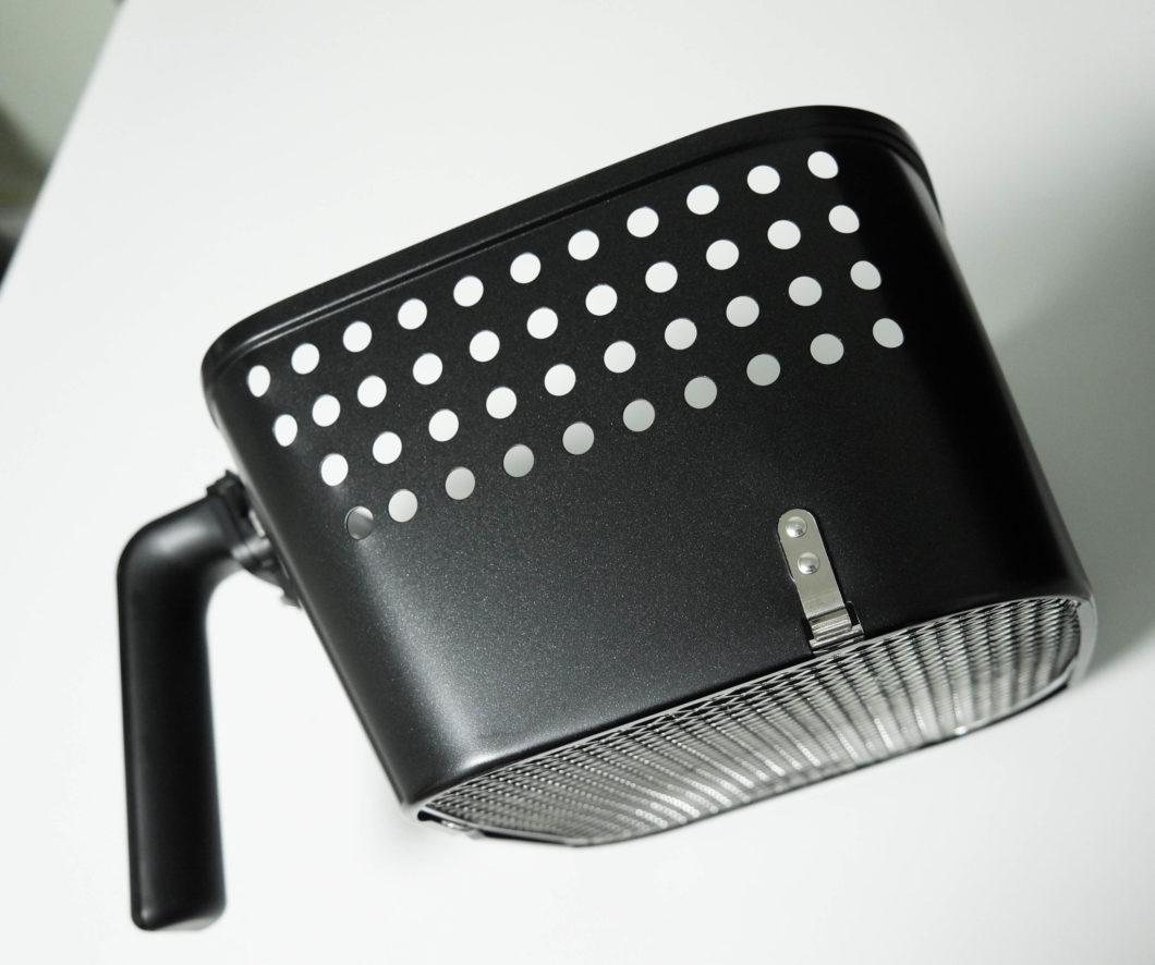 Formato da bandeja ajuda no preparo do alimento em uma Air Fryer (Imagem: Aaron Yoo/Flickr)