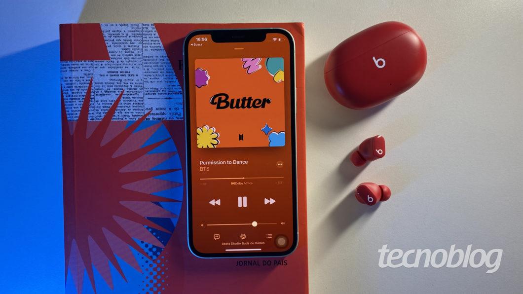 Beats Studio Buds (Imagem: Darlan Helder/Tecnoblog)