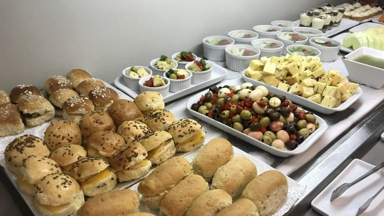 Salas VIP costumam ter buffet com comida à vontade