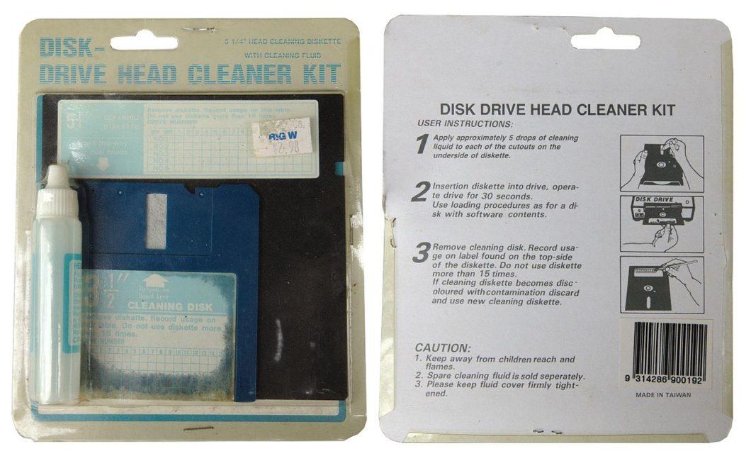 Kit de limpeza para disquetes (Imagem: Pratyeka/Wikimedia Commons)