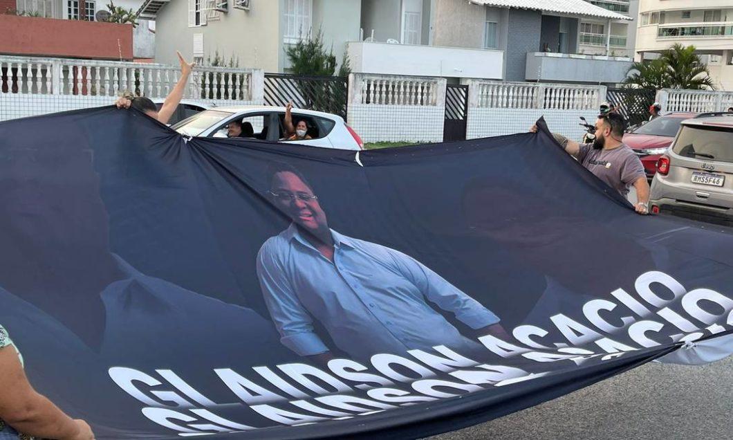 Manifestantes pedem por liberdade de Glaidson (Imagem: Reprodução/ Facebook)