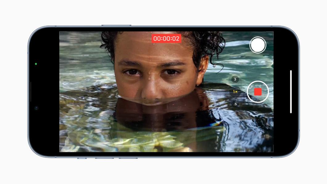 Sucessor de iPhone 12 Pro traz ProRes para gravação de vídeos (Imagem: Divulgação/Apple)