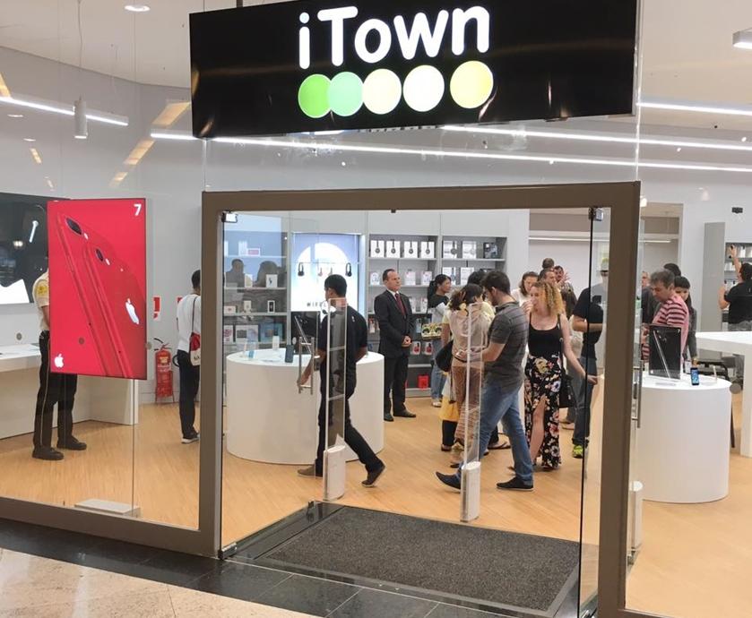 O fechamento incluiu a iTown, rede da Saraiva que vendia produtos Apple (imagem: Facebook/Natal Shopping)