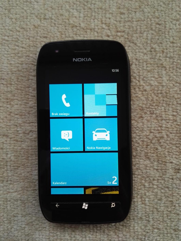 Interface do Windows Phone 7.8 no Lumia 710 (Imagem: Reprodução/Wikimedia Commons)