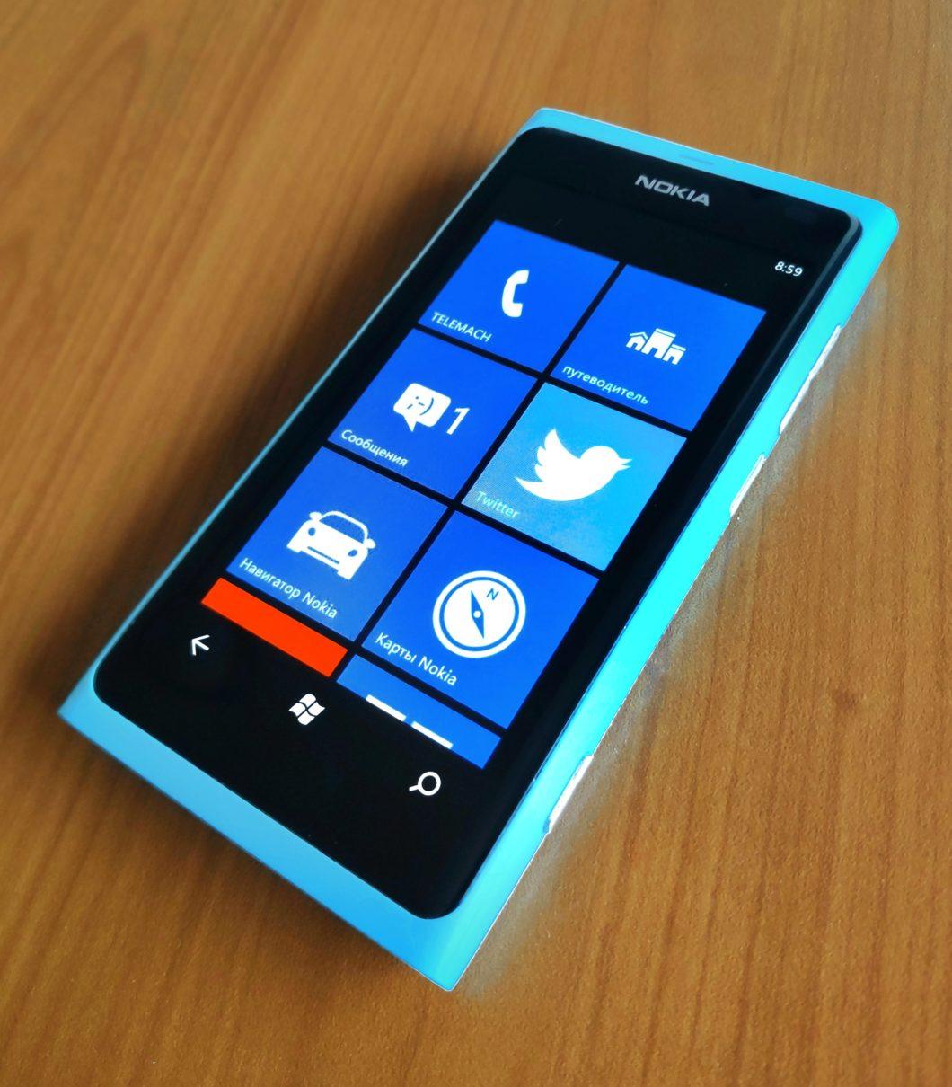 Lumia 800, um dos primeiros modelos com Windows Phone (Imagem: Petar Milošević/Wikimedia Commons)
