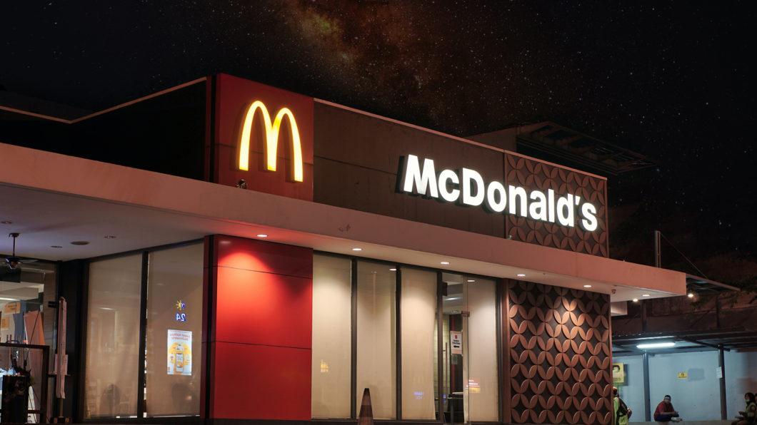 Restaurante do McDonald's (Imagem: Visual Karsa/Unsplash)