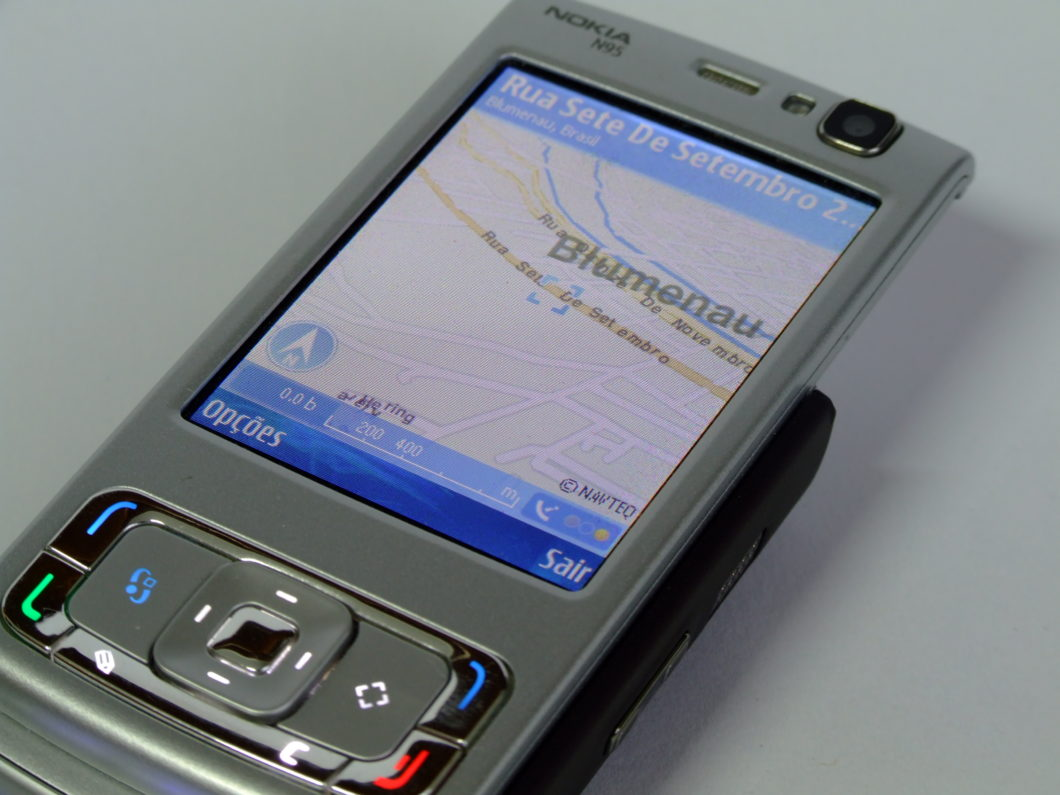 Nokia N95 com Symbian (Imagem: Cristian Janke/Wikimedia Commons)