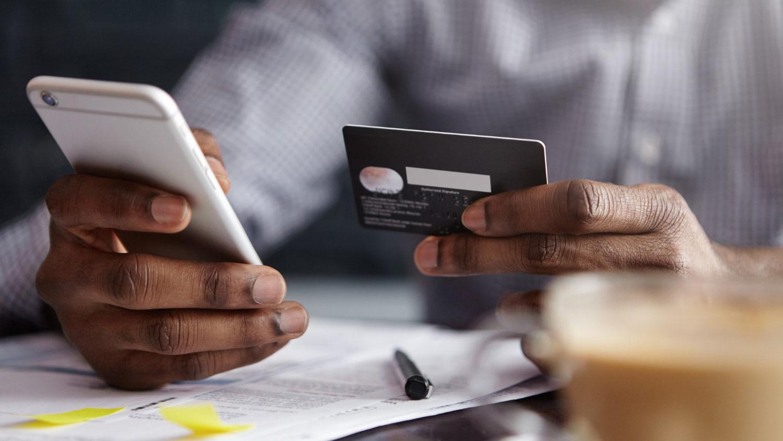 Compra com cartão pode dar garantia estendida, proteção de preço e seguro contra roubos e danos