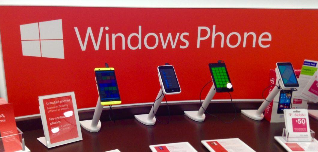 Modelos com Windows Phone (Imagem: Mike Mozart/Wikimedia Commons)