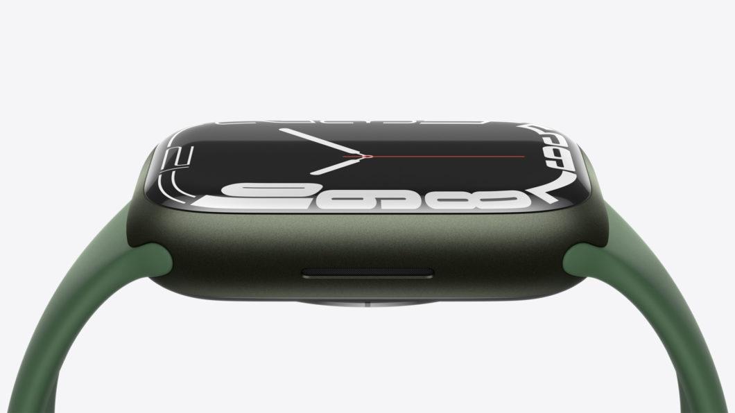 Apple Watch Series 7 tem bordas menores para aumentar o aproveitamento da tela (Imagem: Divulgação/Apple)