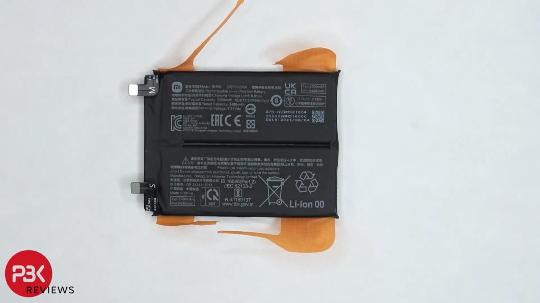 Bateria do 11T Pro é dividida em duas células (Imagem: Reprodução/PBKreviews/YouTube)