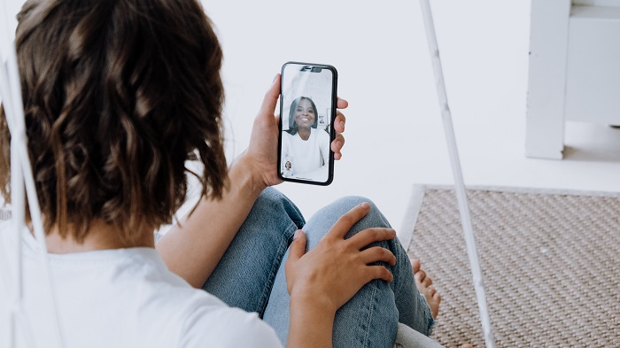 Como criar um link para uma chamada no FaceTime / Foto de cottonbro no Pexels