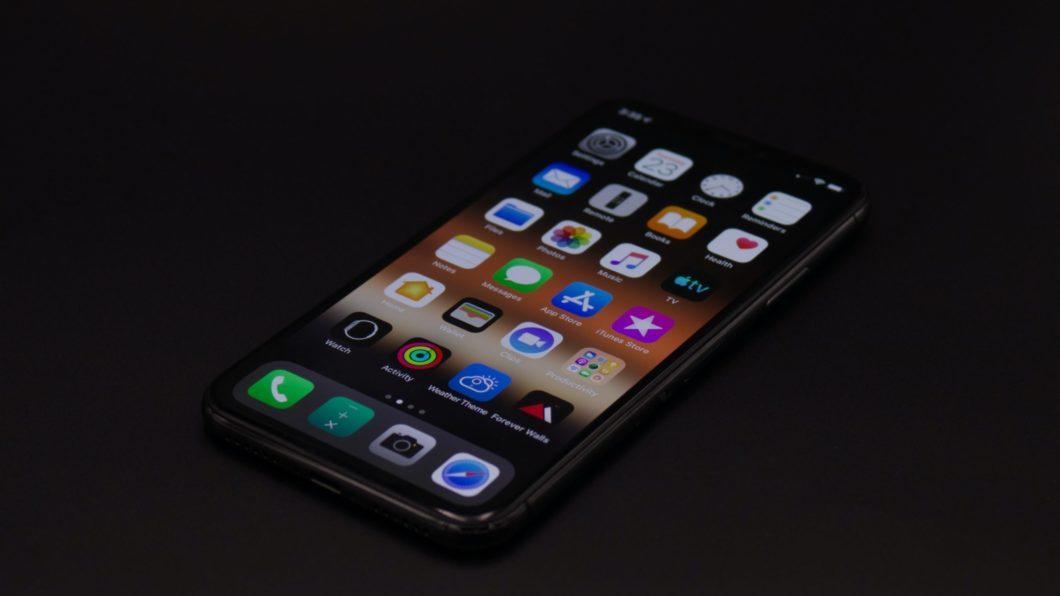 Apps no iPhone X (Imagem: Maulik Sutariya/Unsplash)