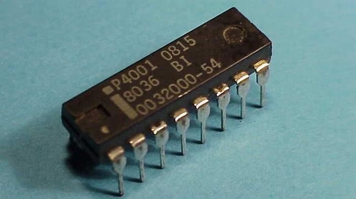 Memória ROM Intel 4001 (Imagem: Divulgação/Computer Museum)