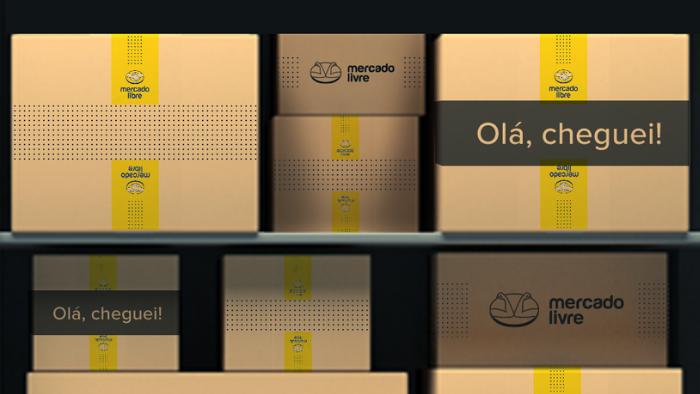 """caixa com o logo do mercado livre e a mensagem """"olá, cheguei"""""""