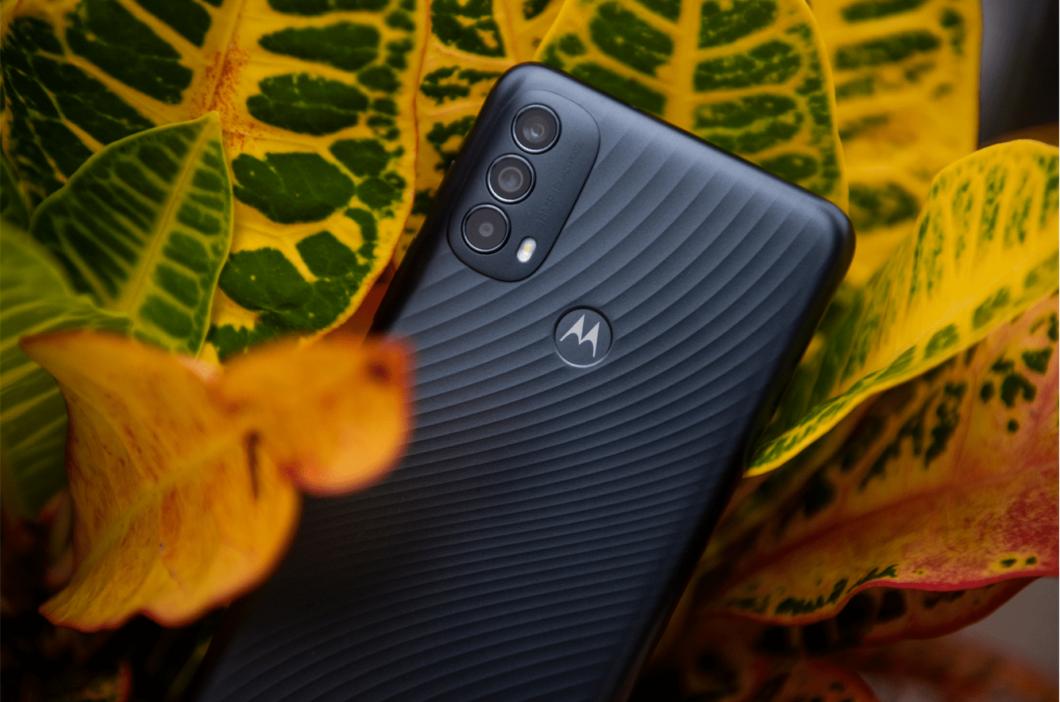 Motorola Moto E30 possui câmera tripla de 48 megapixels (Imagem: Divulgação/Motorola)
